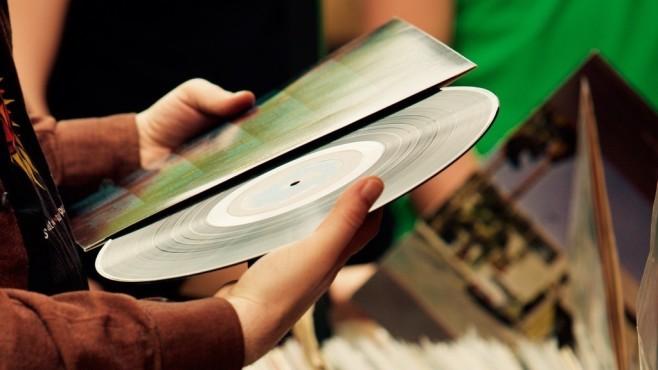 Tipps zum Kauf und zum Sammeln von Schallplatten Vinyl-Schallplatten feiern ein atemberaubendes Comeback. Mit den Tipps von COMPUTER BILD werden Sie schnell zum Platten-Profi.©COMPUTER BILD