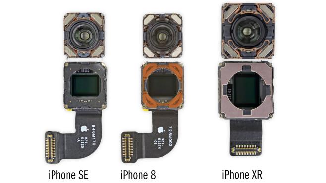 Kamera von iPhone SE, iPhone 8, iPhone XR im Vergleich©iFixit / Beschriftung: COMPUTER BILD
