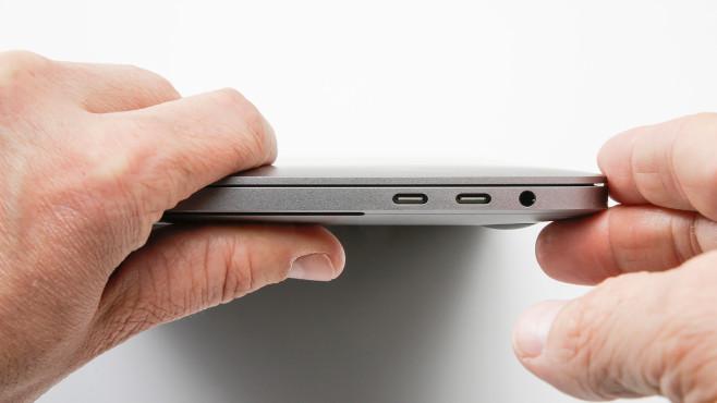 Apple MacBook Pro 13 Zoll 2020: Buchsen©COMPUTER BILD