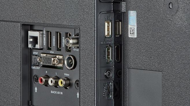 Medion Life X15515: Mit vier HDMI-Eingängen, zwei USB-Anschllüssen sowie analogem AV- und VGA-Eingang©Medion
