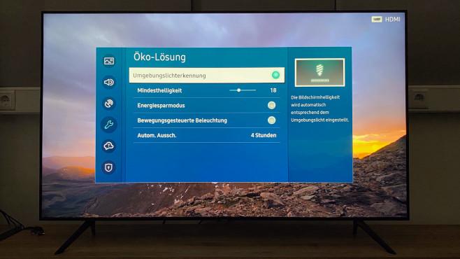Samsung TU8079: Der Preis-Leistungs-Riese im Test Der Samsung TU8079 verfügt über einen Lichtsensor, um das TV-Bild an die Umgebungshelligkeit anzupassen – sehr empfehlenswert.©COMPUTER BILD