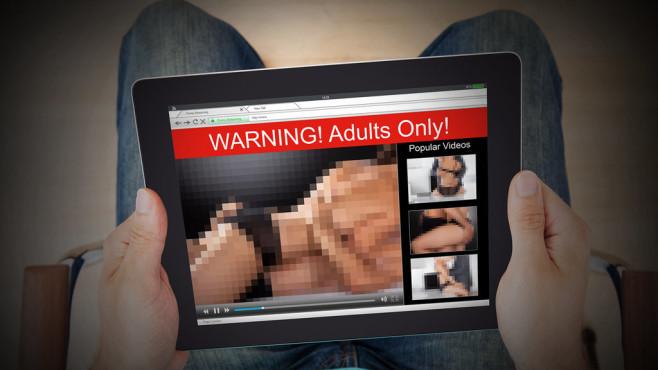 Sexfilmchen auf Tablet©iStock.com/AndreyPopov