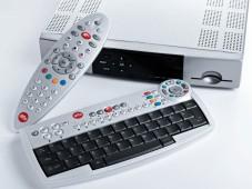 Den Empfänger von Alice steuern Sie per Fernbedienung oder Funktastatur.