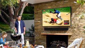 """Samsung """"The Terrace"""" f�r den Au�eneinsatz: Der Fernseher ist nicht nur hell und farbstark, er h�lt auch einen Regenschauer aus.©Samsung"""