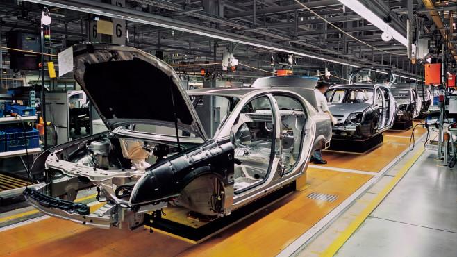 Autoproduktion©iStock.com/RainerPlendl