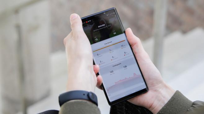 Xiaomi Mi Band 4 und Mi-Fit-App©COMPUTER BILD