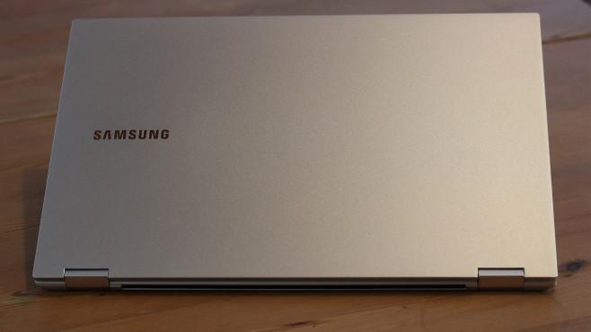 Das Galaxy Book Flex liegt auf einem Tisch©COMPUTER BILD