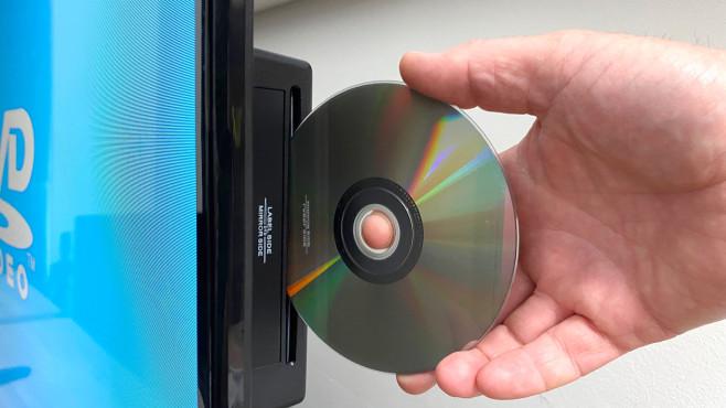 Medion Life E13200 (MD 31400): In dem Fernseher ist ein DVD-Spieler eingebaut.©COMPUTER BILD