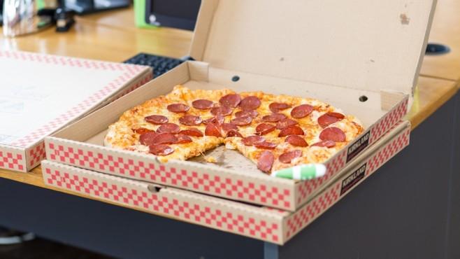 Pizza im Karton©pexels