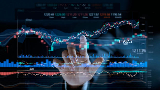 Aktien kaufen: So einfach klappt's Börsenkurse: Wer langfristig Geld in Aktien anlegt, schaut nicht auf die kurzfristige Entwicklung des Aktienbarometers.©iStock.com/ipopba