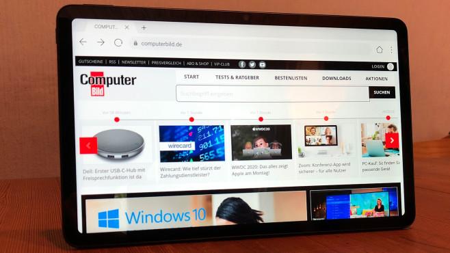 Das Huawei MatePad 10.4 steht auf einem Tisch©COMPUTER BILD