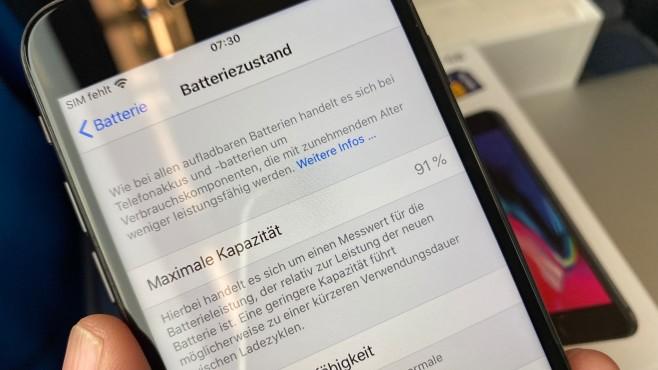 Reassembliertes iPhone 8 von Aldi: Batteriezustand-Anzeige©COMPUTER BILD