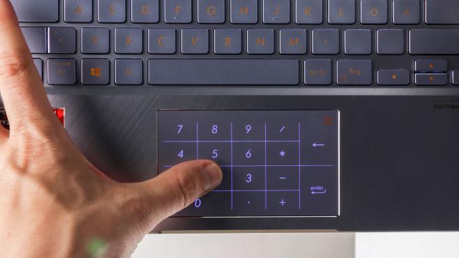 Das Touchpad des Asus ZenBook 14 zeigt einen Nummernblock an.©COMPUTER BILD