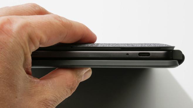 Der USB-C- Anschluss des Lenovo IdeaPad Duet Chromebook in der Nahaufnahme.©COMPUTER BILD