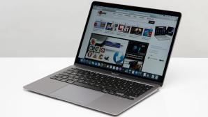 Apple MacBook Air 2020 vor weiß-grauem Hintergrund©COMPUTER BILD