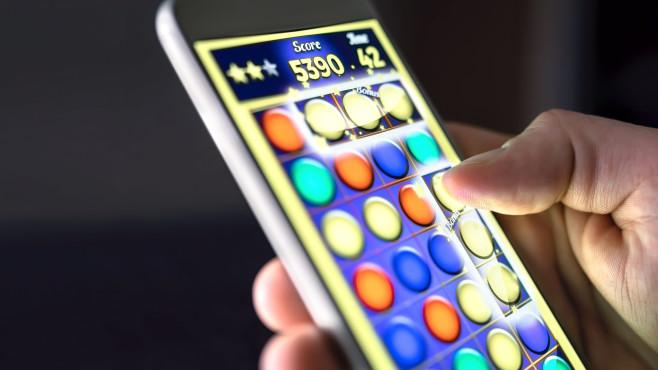 HiddenAds-Kampagne: Schadhafte Gaming-Apps im Google Play Store entdeckt Viele Gaming-Apps stehen aktuell bei Google unter Beobachtung. Grund: Trojaner, die das Smartphone mit Werbung bombardieren.©iStock.com/Tero Vesalainen
