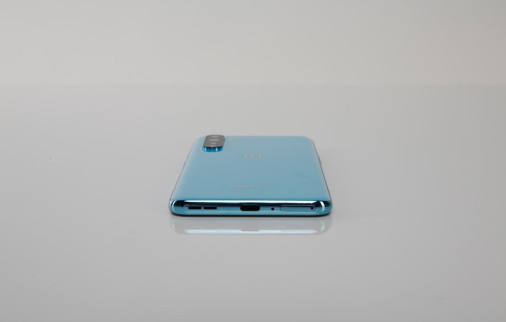 Unterseite des OnePlus Nord