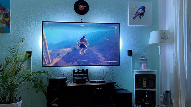 Philips Hue HDMI Sync Box Lichtstimmung blau beim Gaming©Julia Felbert