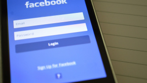 Facebook-App auf einem Smartphone©pexels.com/ pixabay