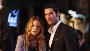 Lauren German und Tom Ellis © Warner Bros. Entertainment International