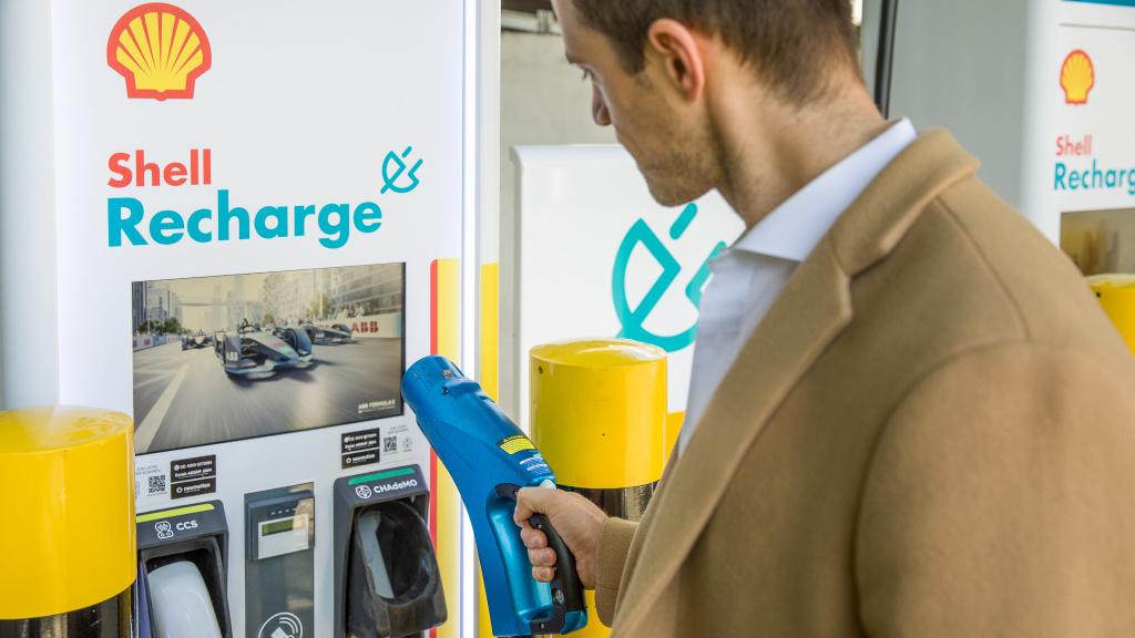 Shell: Schnellladesäule in Hamburg nimmt Dienst auf