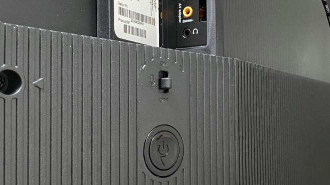 Mikrofone auf der Rückseite des TCL 55 C 715©COMPUTER BILD