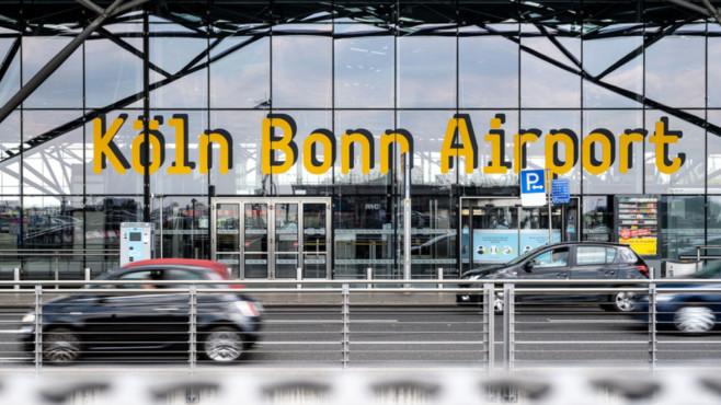 Eingang Flughafen Köln/Bonn©dpa-Bildfunk