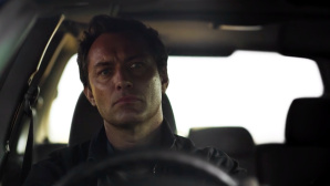 Jude Law in The Third Day©HBO, Sky, Screenshot