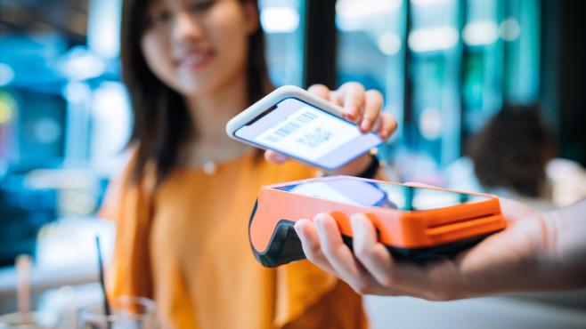 Payment-Aktien: Alternativen zu Wirecard Bargeldlos bezahlen: Der Trend setzt sich fort. Darum bleiben Payment-Aktien interessant – auch nach dem Skandal um Wirecard.©iStock.com/Asia-Pacific Images Studio