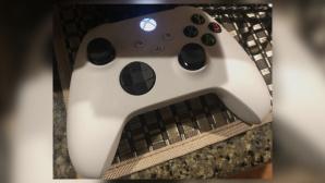 Weißer Controller der Xbox Series X©The Verge, Screenshot
