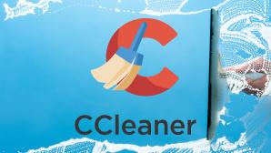 CCleaner-Logo vor blauem Hintergrund©CCleaner, iStock.com/rclassenlayouts