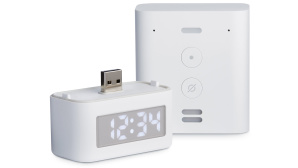 Die Smart Clock und der Amazon Echo Flex vor wei�em Hintergrund.©Amazon