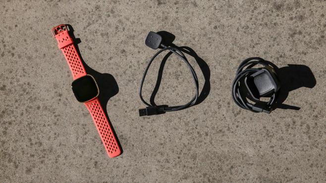 Fitbit Sense Ladekabel©COMPUTER BILD