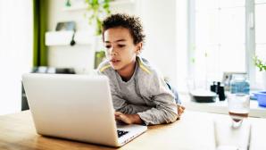 Kind vor dem Computer©gettyimages.de / Tom Werner