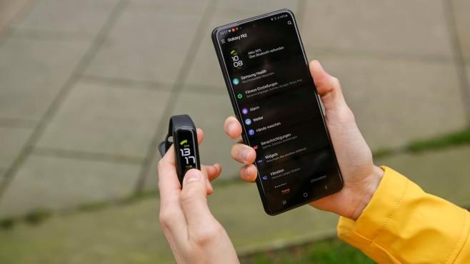 Galaxy Fit 2 mit Samsung Health App auf Galaxy S20 Ultra 5G©COMPUTER BILD