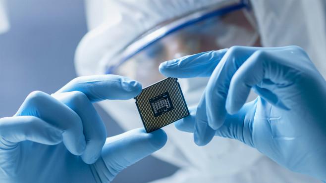 Forscher entwickeln an neue Chip-Bauweise©iStock.com/gorodenkoff