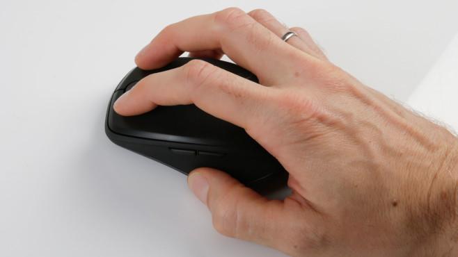 Hand hält die Logitech MX Anywhere 3©COMPUTER BILD
