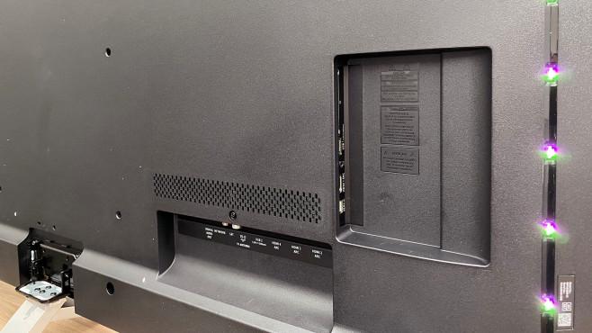 Der Philips PUS8505 hat mit vier HDMI-Eingängen prinzipiell genügend Anschlussmöglichkeiten.©COMPUTER BILD