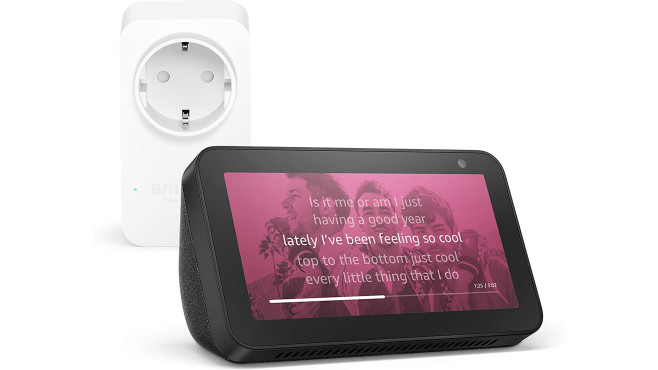 Echo Show 5, Schwarz + Amazon Smart Plug (WLAN-Steckdose), Funktionert mit Alexa © Amazon