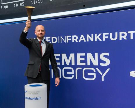 Siemens Energy: Was ist vom Börsen-Neuling zu erwarten? Siemens Energy: Am 28. September läutete Siemens-Energy-Chef Christian Bruch den Handel mit Siemens-Energy-Aktien an der Frankfurter Börse ein.©https://press.assets.siemens-energy.com/