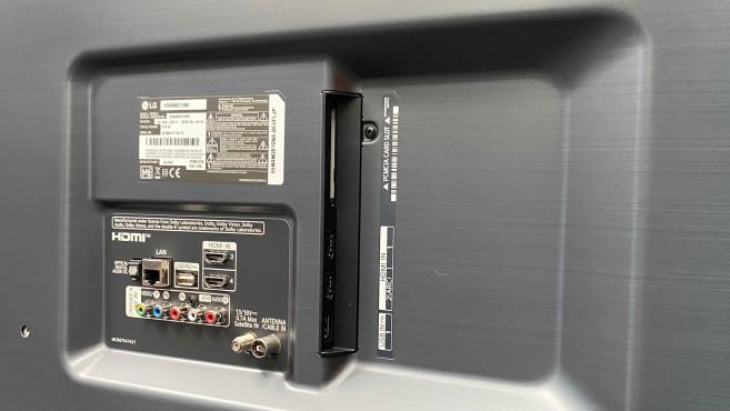 Der LG Nano816NA hat mit 4 HDMI-Eingängen plus analogem AV-Eingang genügend Anschlüsse für Zuspieler.©COMPUTER BILD