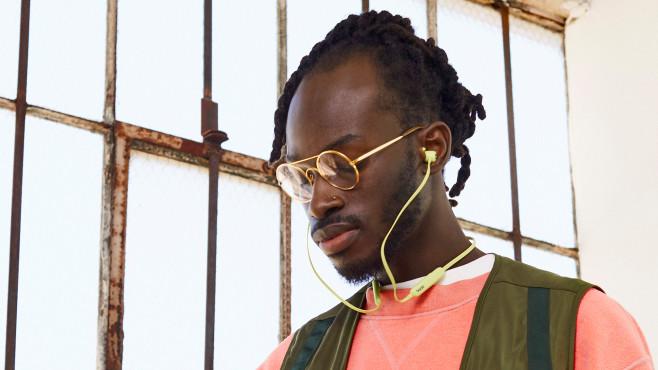 Der neue Beats Flex Bluetooth-Kopfhörer ist schon für unter 50 Euro zu haben.©Beats