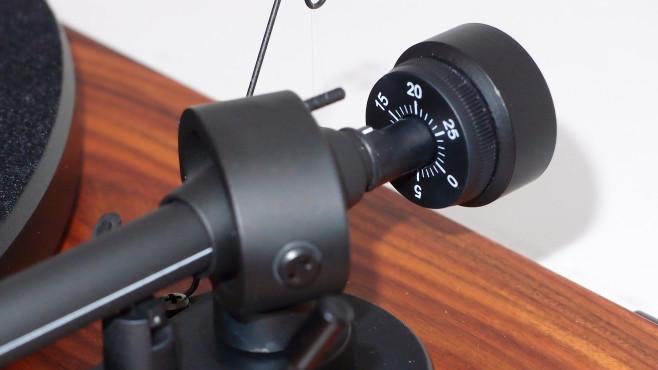 Auflagekraft der Nadel per Dreh am Gegengewicht einstellen©COMPUTER BILD