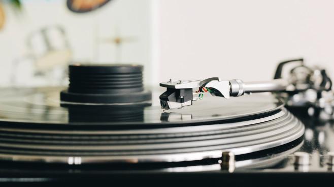 Nahaufnahme eines Plattenspielers©Audio Technica