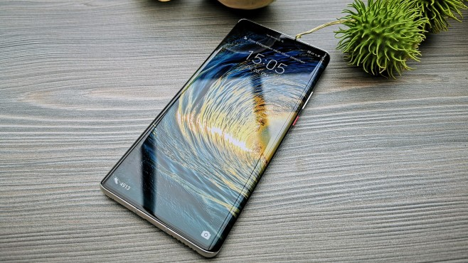 OLED-Display des Huawei Mate 40 Pro © COMPUTER BILD, Michael Huch