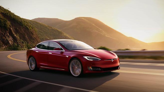 Tesla autonom fahrendes Auto©Tesla
