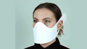 Frau trägt HaMuNa-Care-Maske©Hahnemühle FineArt GmbH