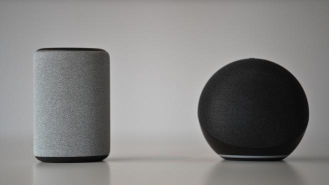 Amazon Echo 2020 neben Echo 2019©Amazon, COMPUTERBILD