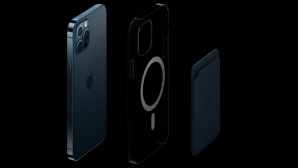 Apple iPhone 12 Pro mit MagSafe-Zubehör©Apple