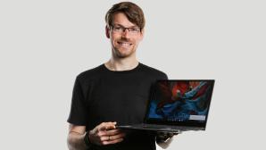Redakteur hält das Acer Chromebook Spin 713.©COMPUTER BILD